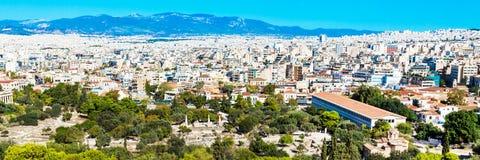 Панорама Athenes, Греции с домами и старыми руинами Стоковое фото RF