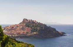 Панорама Castelsardo Сардинии, Италии Стоковое фото RF