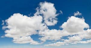 Панорама Cloudscape голубого неба XXXL Стоковые Изображения RF