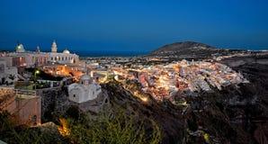 Панорама Fira ночи на Santorini, Греции 2 стоковые фотографии rf