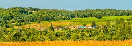 Панорама Glazovo, типичная деревня на центральном русском нагорье, зона Курска России стоковое фото