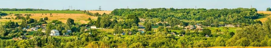 Панорама Glazovo, типичная деревня на центральном русском нагорье, зона Курска России стоковые фото