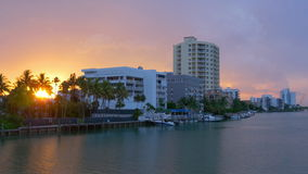 Панорама 4k США захода солнца блока прожития залива Miami Beach акции видеоматериалы