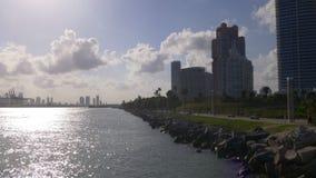 Панорама 4k Флорида США пляжа pointe света захода солнца Майами южная сток-видео