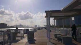 Панорама 4k fl США пристани pointe miami захода солнца летнего дня южная видеоматериал