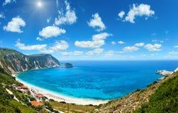 Панорама Kefalonia лета пляжа Petani, Греция голубое глубокое небо Стоковое Изображение RF