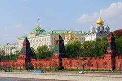 панорама kremlin moscow Большой дворец и старые православные церков церков Стоковые Фото