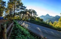 """Панорама Lanscape дороги сельской местности на  Ang Khang†""""Doi, Th Стоковое Изображение RF"""