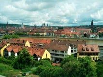 Панорама Wurzburg с старым городком и главным рекой стоковое фото