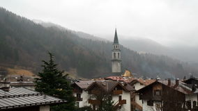 Панорамная долина Адидже Rendena альта Pinzolo Италии Trentino видеоматериал