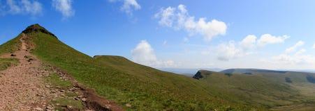Панорамная съемка мозоли du, вентилятора ручки y, Cribyn и поперек к вентилятору y большому в Brecon светит национальный парк Стоковые Фото