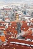 Панорамное взгляд сверху на городке зимы средневековом внутри крепостная стена Nordlingen, Бавария, Германия Стоковое фото RF