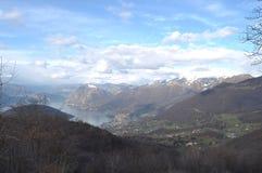 Панорамное изображение Valcamonica с озером Iseo и в backgro Стоковые Фотографии RF