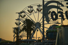 Панорамное колесо на заходе солнца Стоковое Изображение RF