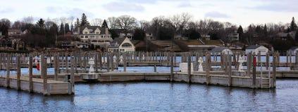 Панорамное фото городка озера во время зимы Стоковое Изображение RF