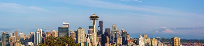 Панорамное фото городского seattle от парка Сиэтл Керри стоковые фотографии rf