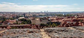 Панорамное фото Идти в улицы Праги стоковые фото