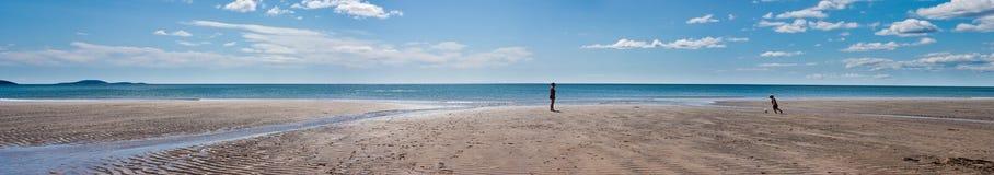 Играть на пляже Стоковая Фотография RF