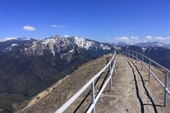 Панорамные взгляды от утеса Moro в национальном парке секвойи, Калифорнии стоковая фотография rf