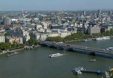Панорамные взгляды реки Темзы и мостов стоковое фото