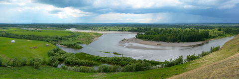 Панорамные взгляды реки Kiya, зоны Kemerovo Стоковые Фото