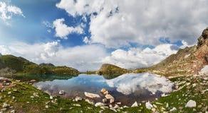 Панорамные горы Arkhyz Spring Valley Кавказ фото, Россия Фантастические восход солнца и заход солнца в горах озер Софи, стоковые изображения