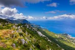 Панорамный ландшафт Budva riviera в Черногории стоковое изображение rf