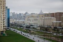 Панорамный взгляд Баку пасмурное небо городск Столица Азербайджана стоковое фото rf