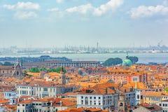 Панорамный взгляд Венеции от башни колокольни ` s St Mark Стоковые Фото