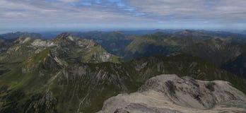 Панорамный взгляд в Альпах стоковая фотография