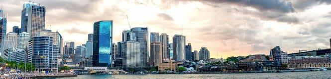 Панорамный взгляд гавани Сиднея на сумерк - NSW, Австралии Стоковое Изображение