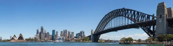 Панорамный взгляд горизонта Сиднея и гавани, Сиднея, нового юга Стоковое фото RF