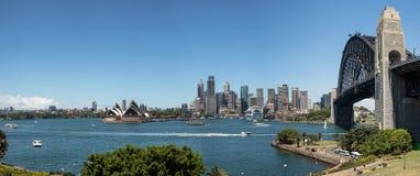 Панорамный взгляд горизонта Сиднея и гавани, Сиднея, нового юга Стоковые Изображения RF