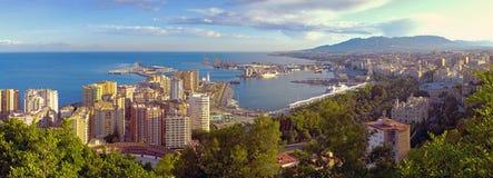 Панорамный взгляд города Малаги и гавани, Косты del Sol, Mal стоковое изображение