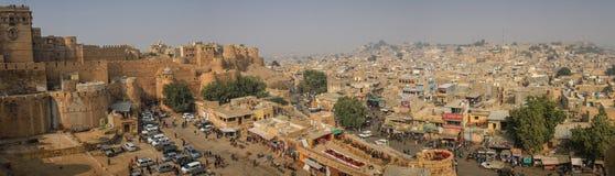 Панорамный взгляд города Jaisalmer от форта Jaisalmer, Раджастхана, Индии Стоковые Фотографии RF