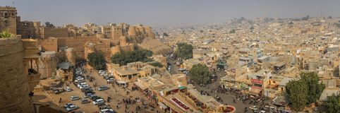 Панорамный взгляд города Jaisalmer от форта Jaisalmer, Раджастхана, Индии Стоковое фото RF