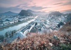 Панорамный взгляд Зальцбурга на утре зимы Стоковое Изображение
