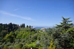 Панорамный взгляд зеленых холмов около Lerici Стоковые Фото