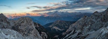 Панорамный взгляд известных горных пиков доломитов, Brenta стоковое фото