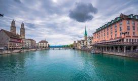 Панорамный взгляд исторического города Цюриха, Швейцарии Стоковое Изображение RF