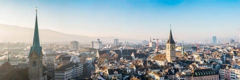 Панорамный взгляд исторического центра города Швейцарии Цюриха Стоковое фото RF