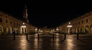 Панорамный взгляд квадрата vigevano и башни braman стоковая фотография