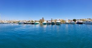 Панорамный взгляд много yachtes в грандиозной гавани в Валлетте, Мальте стоковые фотографии rf