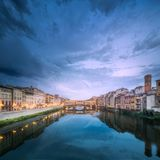 Панорамный взгляд моста Ponte Vecchio, Флоренса Стоковое Изображение RF