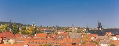 Панорамный взгляд над крышами и церков Кведлинбурга стоковое изображение