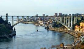 Панорамный взгляд над мостом Arrabida Стоковые Изображения RF