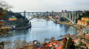 Панорамный взгляд над мостом Arrabida Стоковое Фото