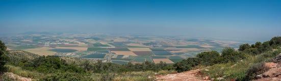 Панорамный взгляд на долине от гребня горы Стоковое Изображение