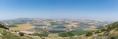 Панорамный взгляд на долине от гребня горы Стоковые Фотографии RF