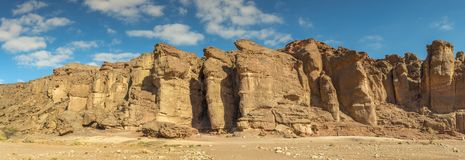 Панорамный взгляд на каменных штендерах короля Solomon, парка Timna, Израиля стоковое фото
